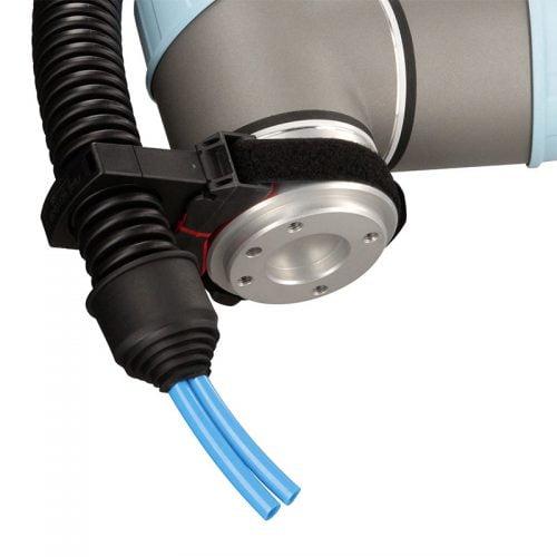 Elemente de trecere etansare si protectie cabluri la iesirea capatului tubul riflat flexibil de protectie in industria robotica cobots roboti industriali industrie automatizata