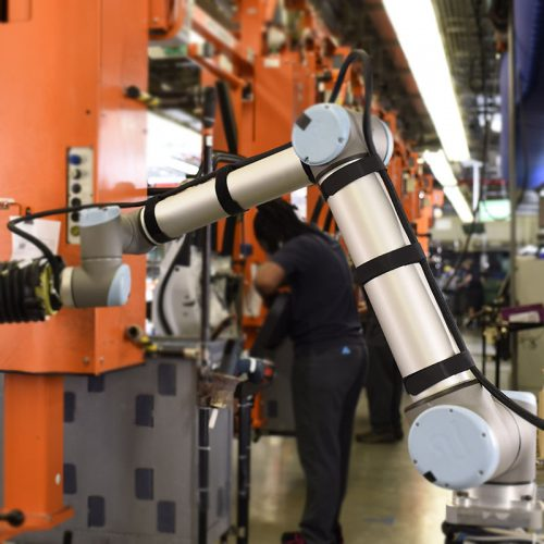Prindere pachet energie bratul robotului industrial mic cobot cu benzi velcro antiderapante fabricate pt industria automatizarilor si roboticii