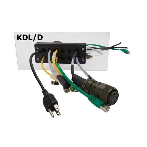 Sistemul robust KDL-D de intrare iesire cabluri cu conector montat pe placa in decupajul adecvat si montat cu suruburi Conductorii electrici mufati prinsi ferm in garniturile adecvate
